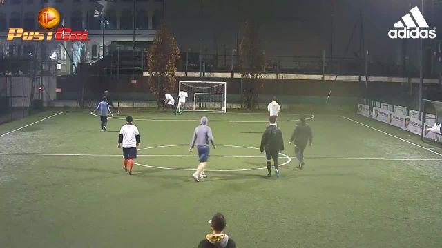 Gran lancio, stop a seguire e gol in diagonale