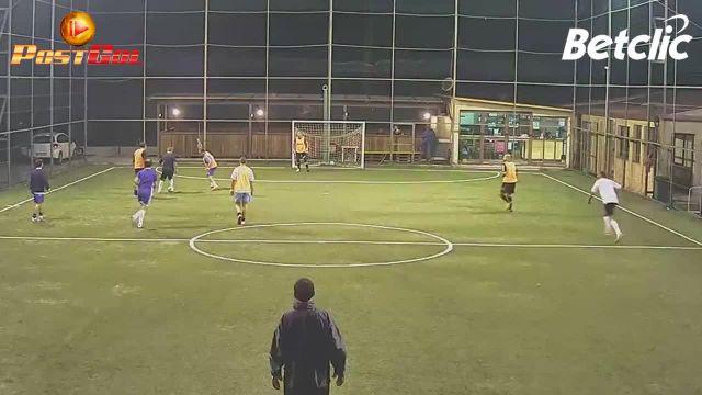 Come fare gol e infortunarsi contemporaneamente